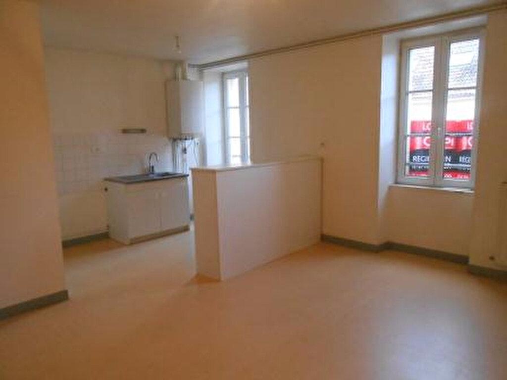Appartement à louer 3 56m2 à Montmarault vignette-2