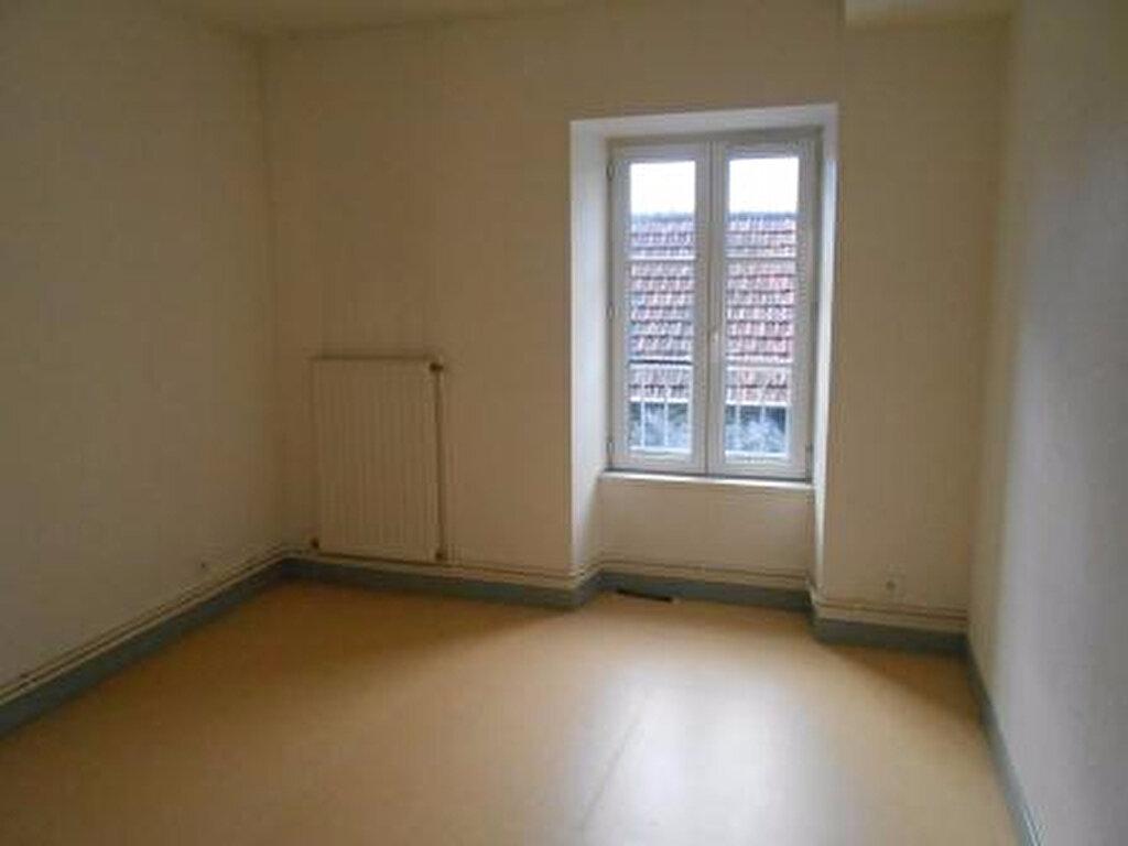 Appartement à louer 3 56m2 à Montmarault vignette-3