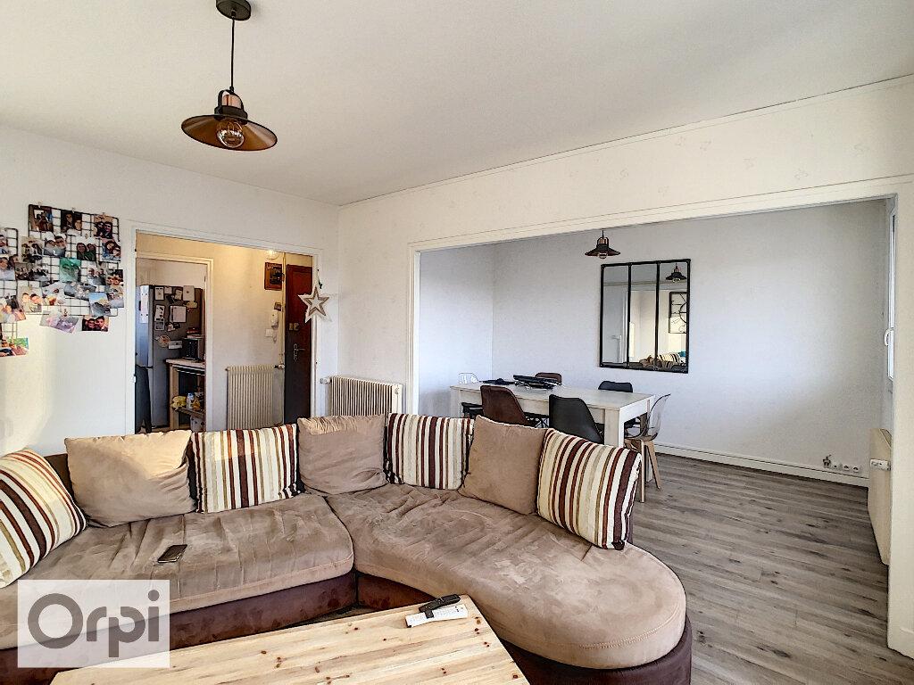Appartement à louer 3 79.32m2 à Montluçon vignette-3