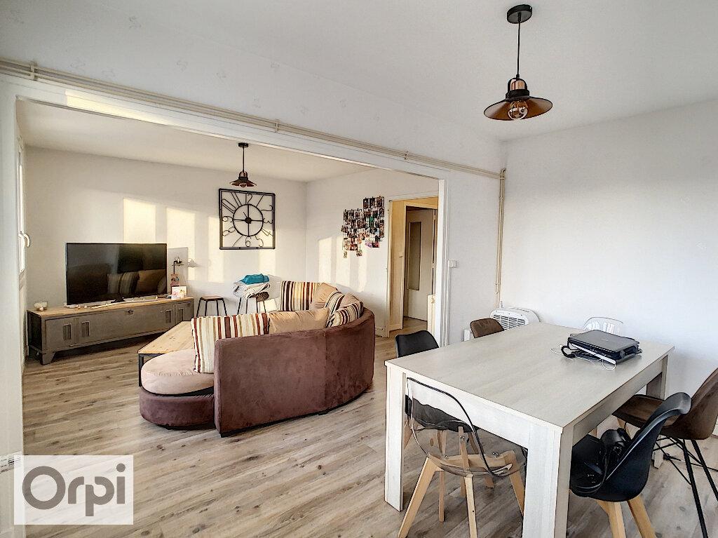 Appartement à louer 3 79.32m2 à Montluçon vignette-5
