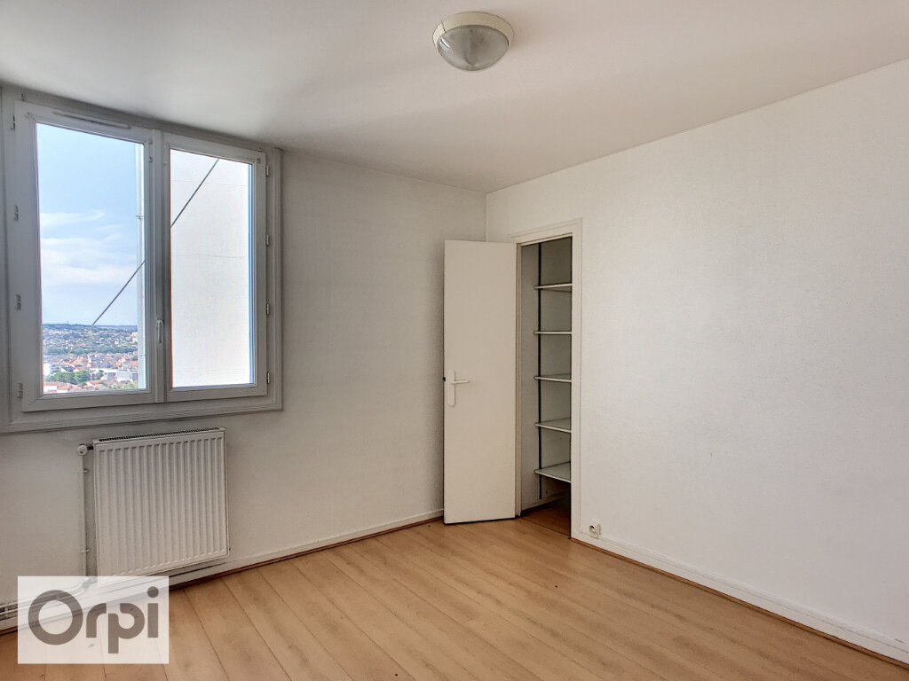 Appartement à louer 3 67.05m2 à Montluçon vignette-3