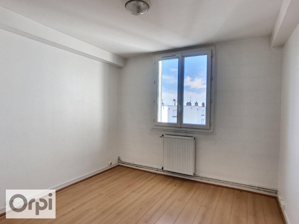 Appartement à louer 3 67.05m2 à Montluçon vignette-4