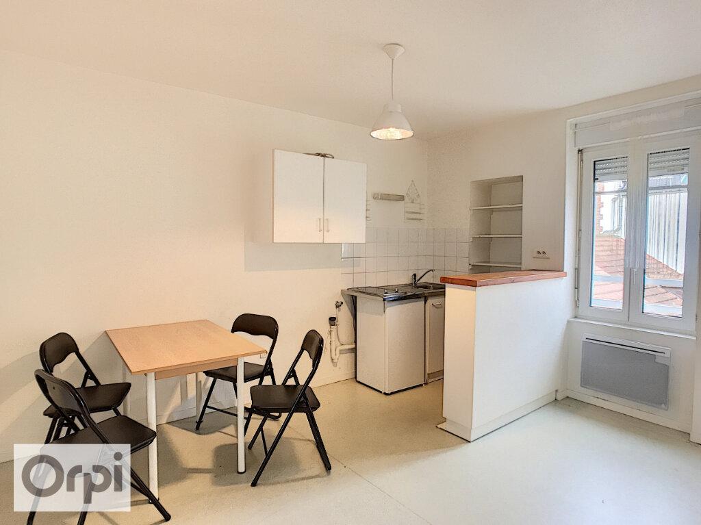 Appartement à louer 2 37m2 à Montluçon vignette-2