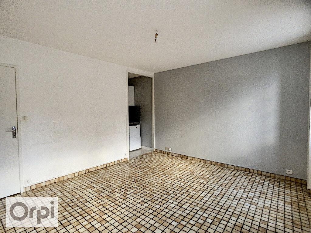 Appartement à louer 2 33.76m2 à Montluçon vignette-3