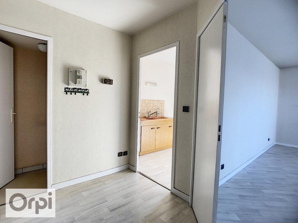Appartement à louer 2 52.87m2 à Montluçon vignette-3
