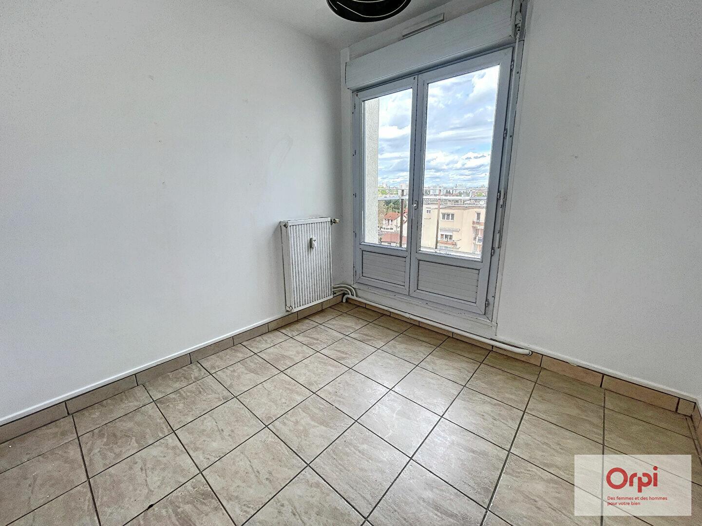 Appartement à louer 3 65.4m2 à Montluçon vignette-8
