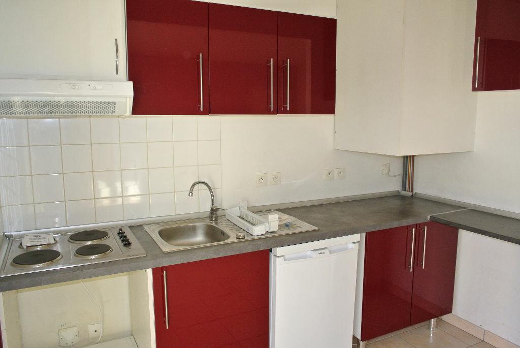Appartement à louer 2 37.88m2 à Montluçon vignette-2
