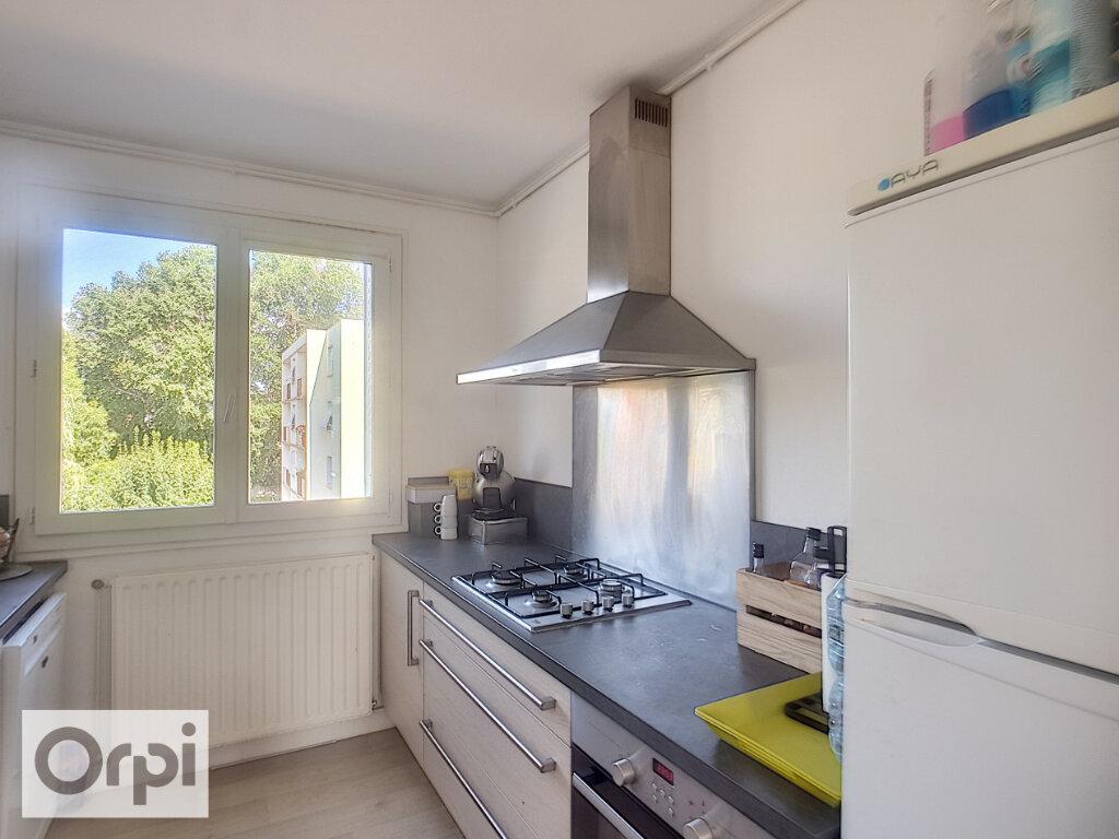 Appartement à louer 3 58.41m2 à Domérat vignette-3