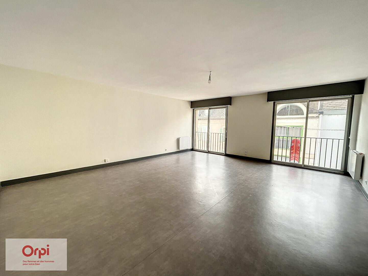 Appartement à louer 3 94.63m2 à Montluçon vignette-1