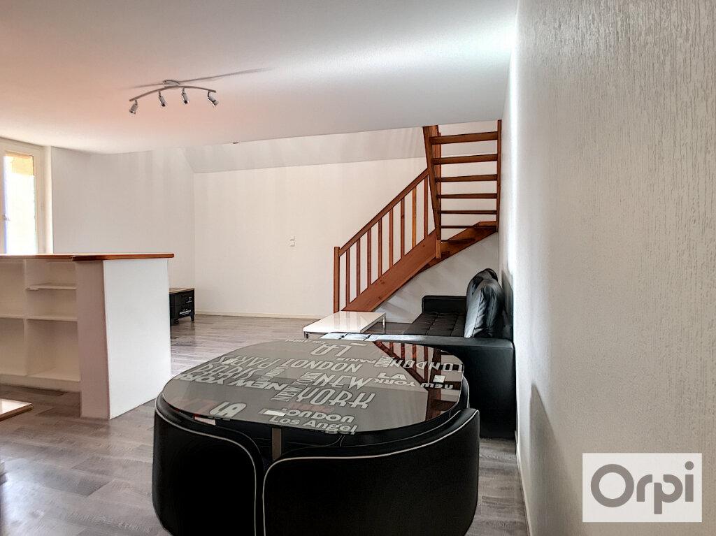 Appartement à louer 2 62.01m2 à Montluçon vignette-4