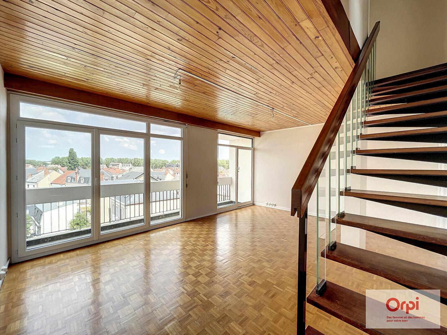 Appartement à louer 3 71m2 à Montluçon vignette-3