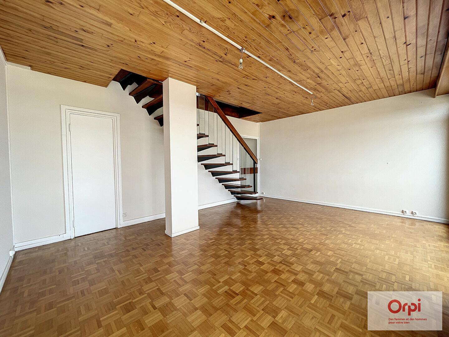 Appartement à louer 3 71m2 à Montluçon vignette-5