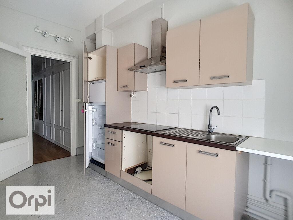 Appartement à louer 4 133.22m2 à Montluçon vignette-1