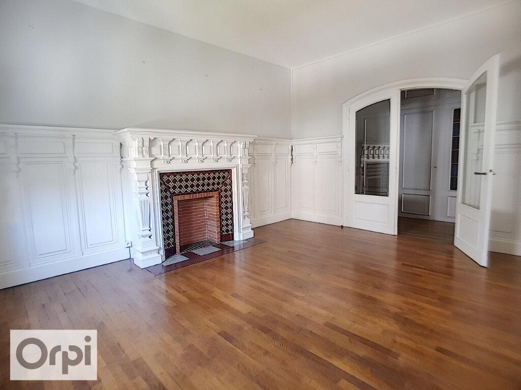 Appartement à louer 4 133.22m2 à Montluçon vignette-4