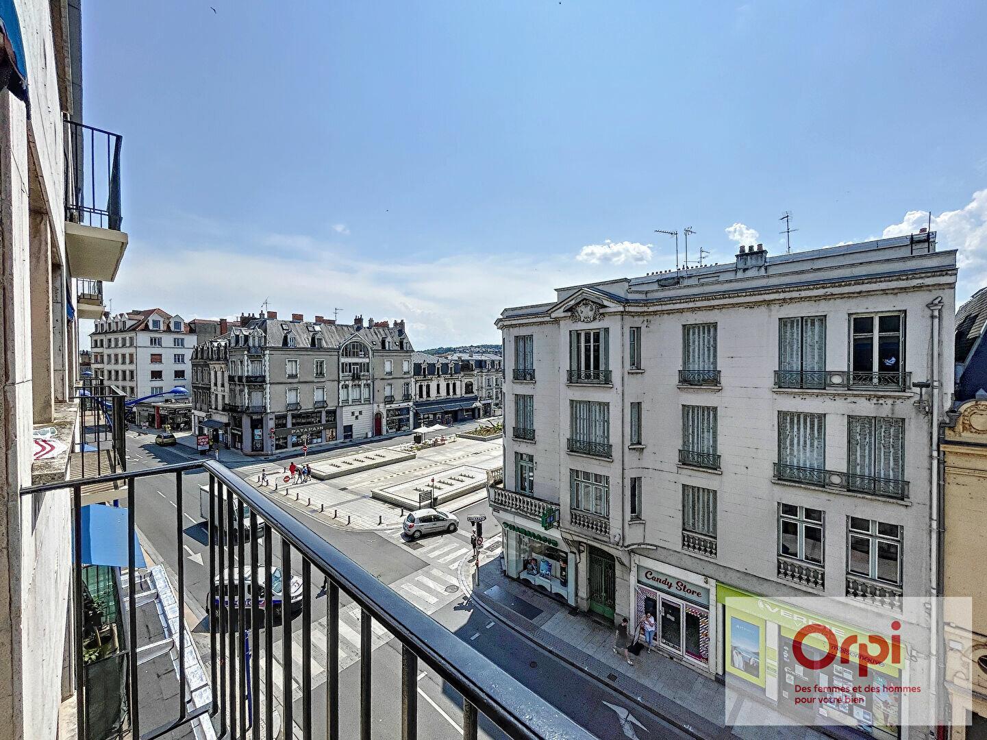 Appartement à louer 2 60m2 à Montluçon vignette-1