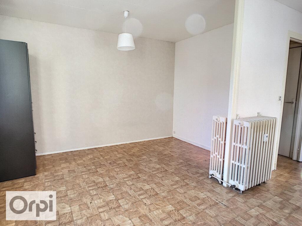 Appartement à louer 1 37m2 à Montluçon vignette-4