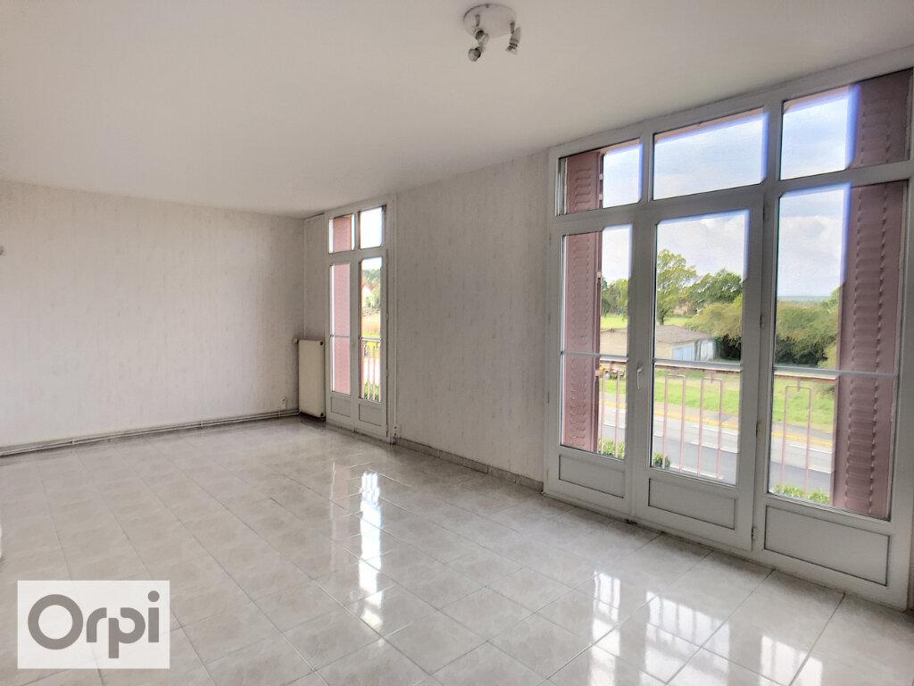 Appartement à louer 3 58.41m2 à Montluçon vignette-1