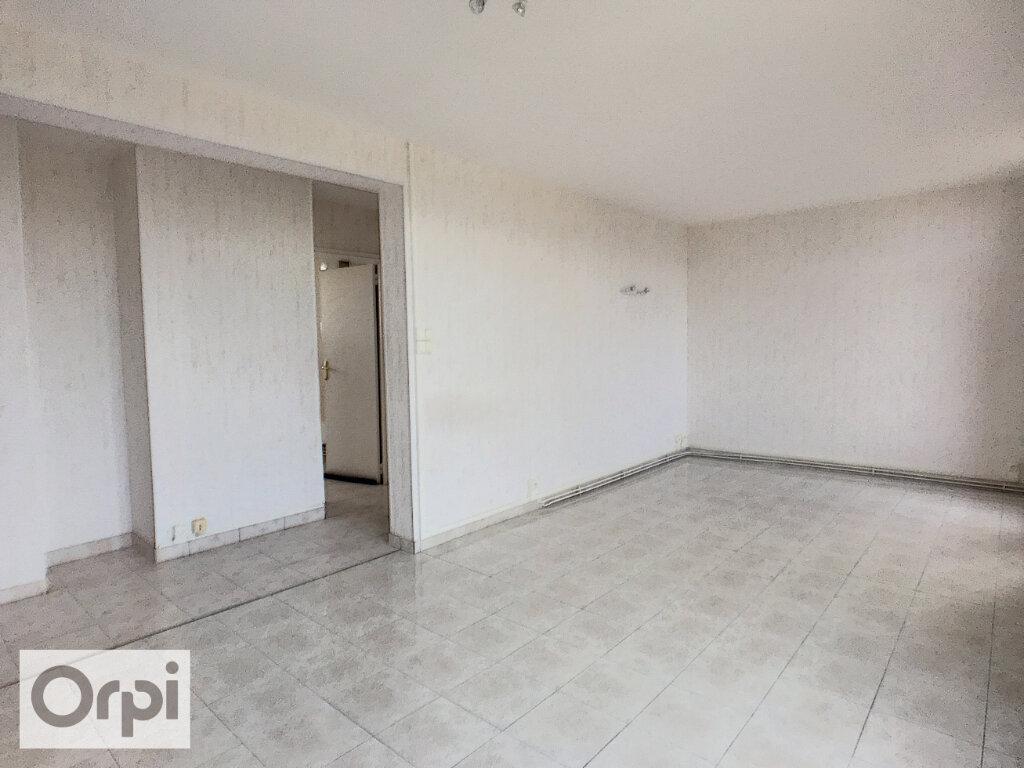 Appartement à louer 3 58.41m2 à Montluçon vignette-2