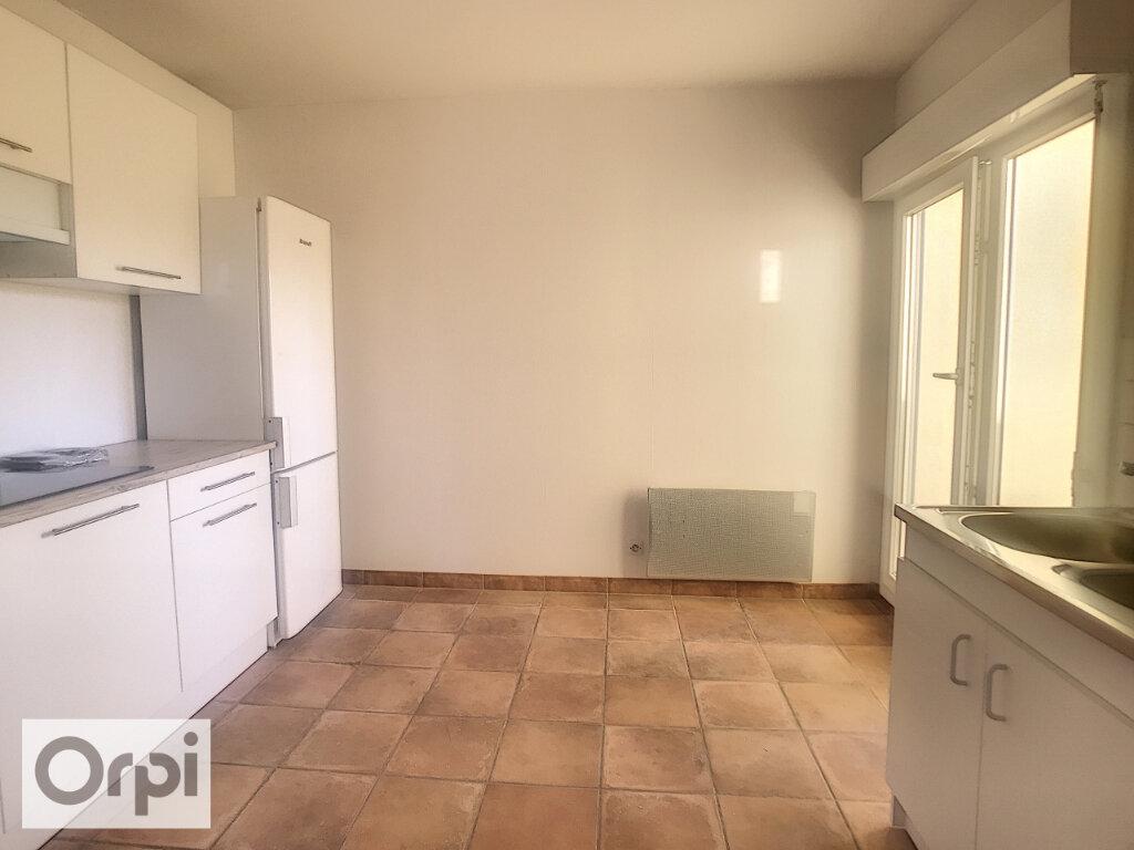 Appartement à louer 3 80m2 à Montluçon vignette-3