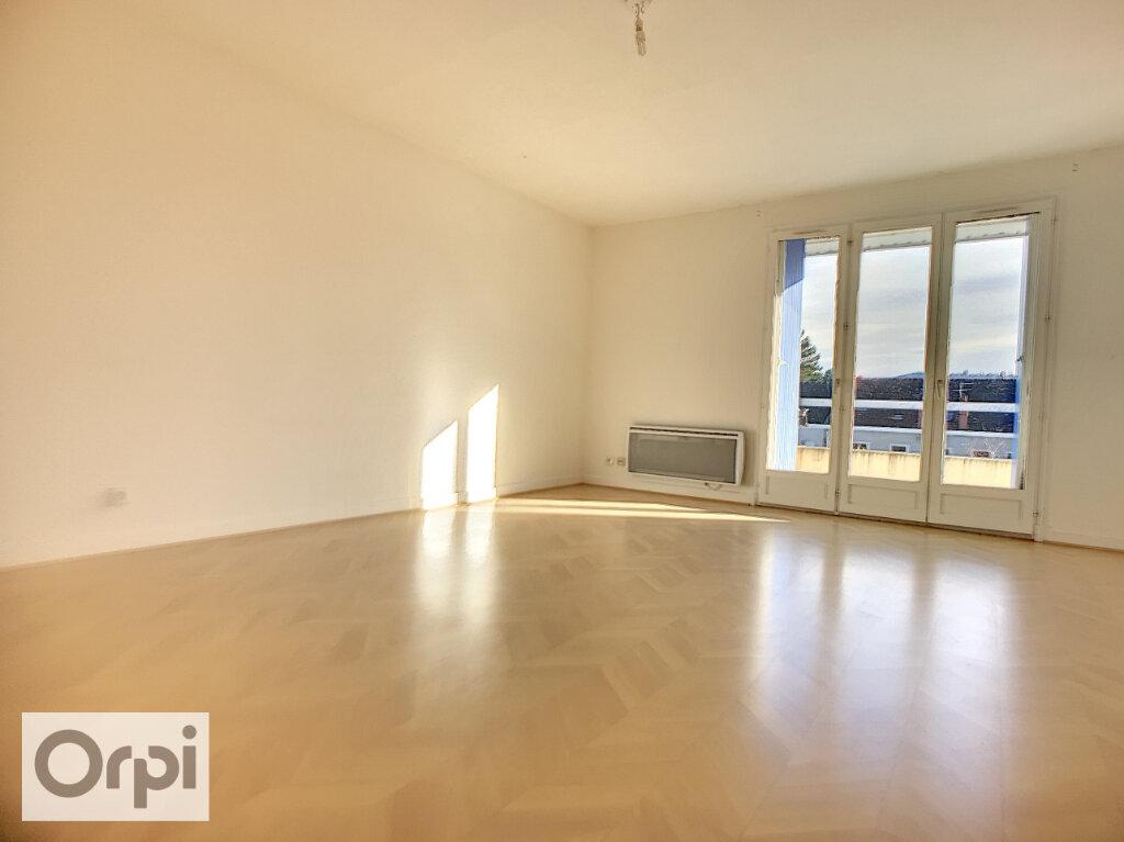 Appartement à louer 2 55.58m2 à Montluçon vignette-1