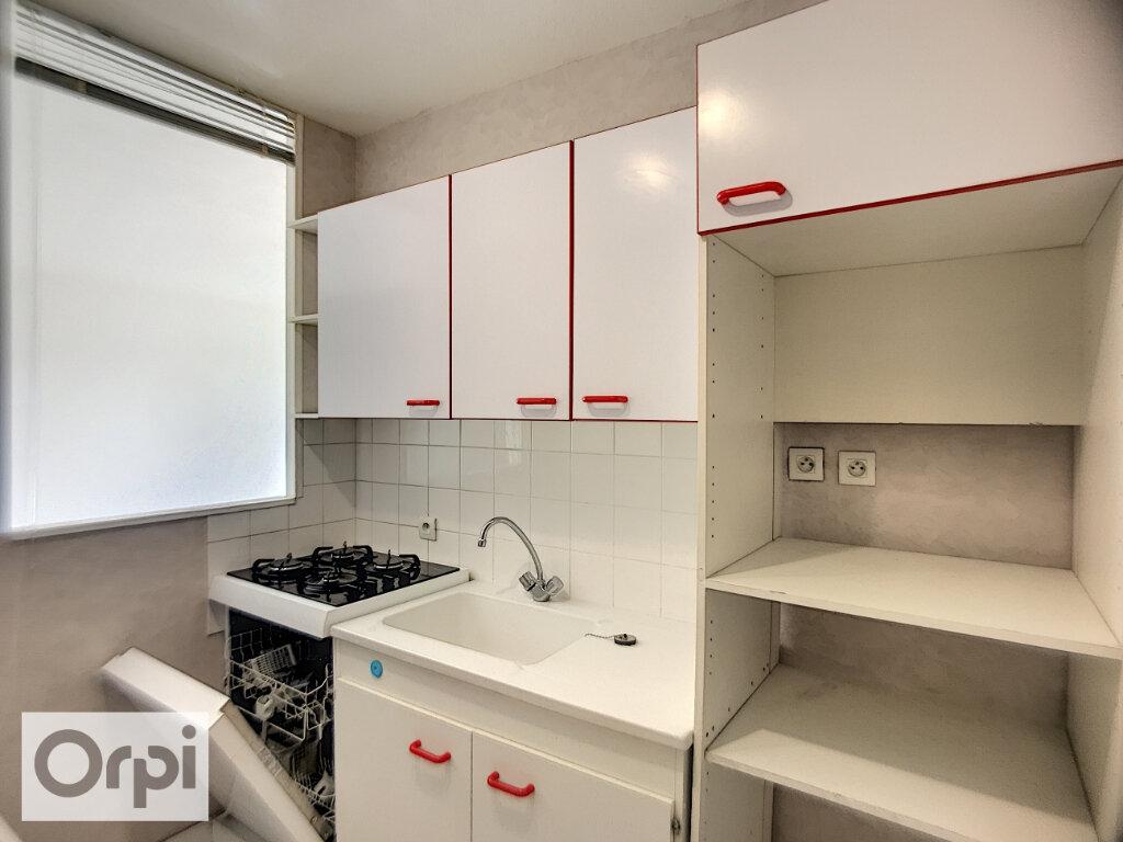 Appartement à louer 2 55.58m2 à Montluçon vignette-3