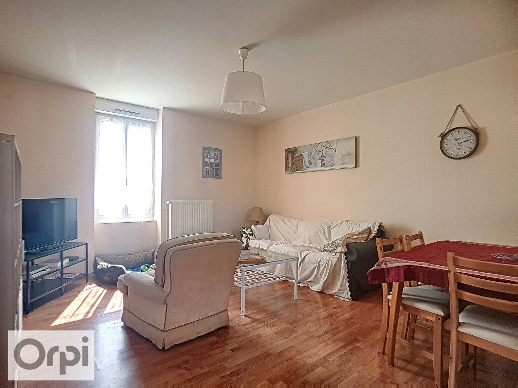 Appartement à louer 3 64.15m2 à Montluçon vignette-2