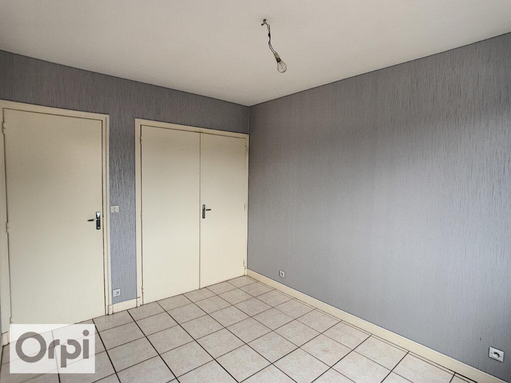 Appartement à louer 3 64.33m2 à Montluçon vignette-8