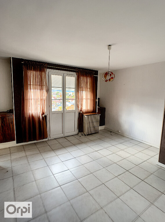 Appartement à louer 3 50m2 à Montluçon vignette-1