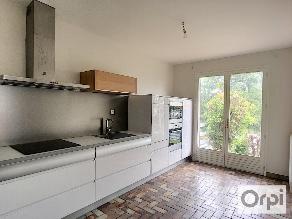 Maison à louer 5 172.1m2 à Montluçon vignette-5
