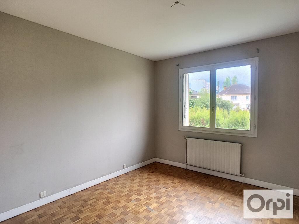 Maison à louer 5 172.1m2 à Montluçon vignette-9