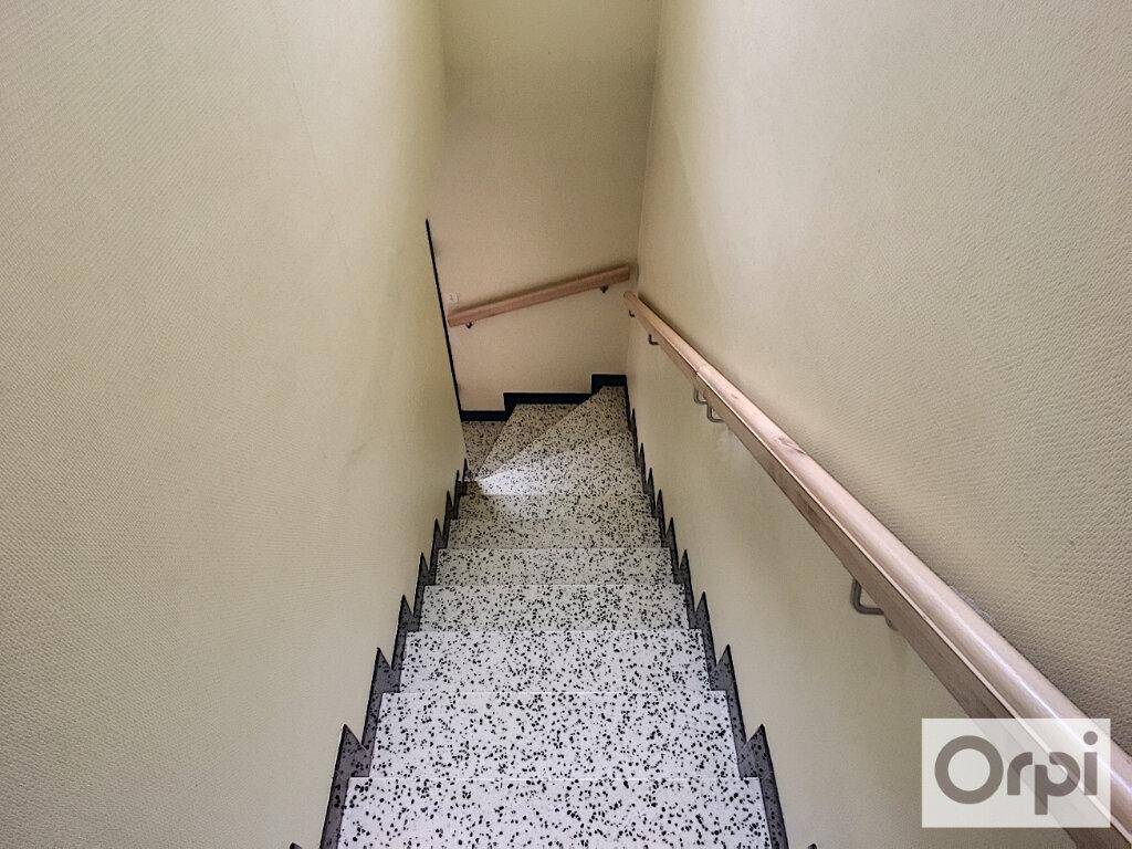 Maison à louer 5 172.1m2 à Montluçon vignette-12