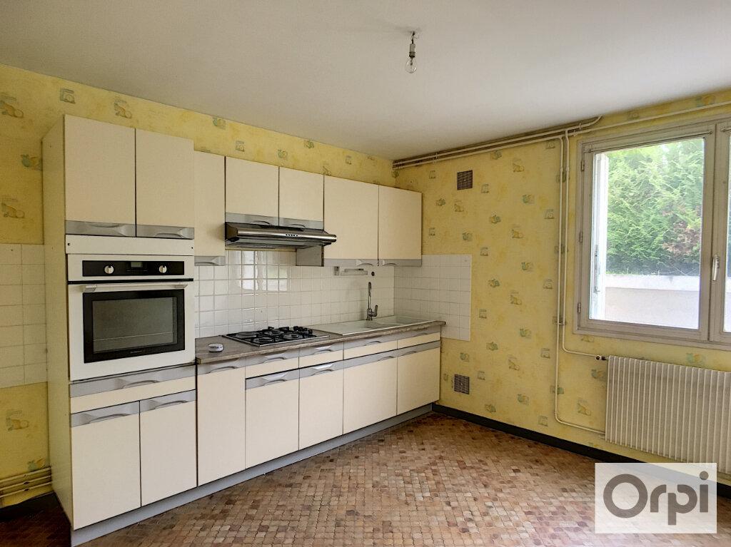 Maison à louer 5 172.1m2 à Montluçon vignette-14