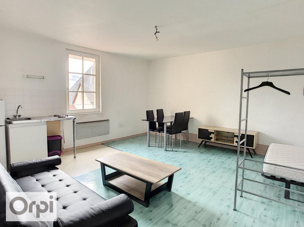 Appartement à louer 1 17m2 à Montluçon vignette-1