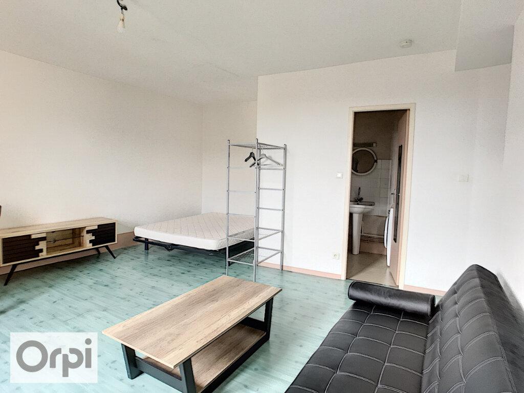 Appartement à louer 1 17m2 à Montluçon vignette-2