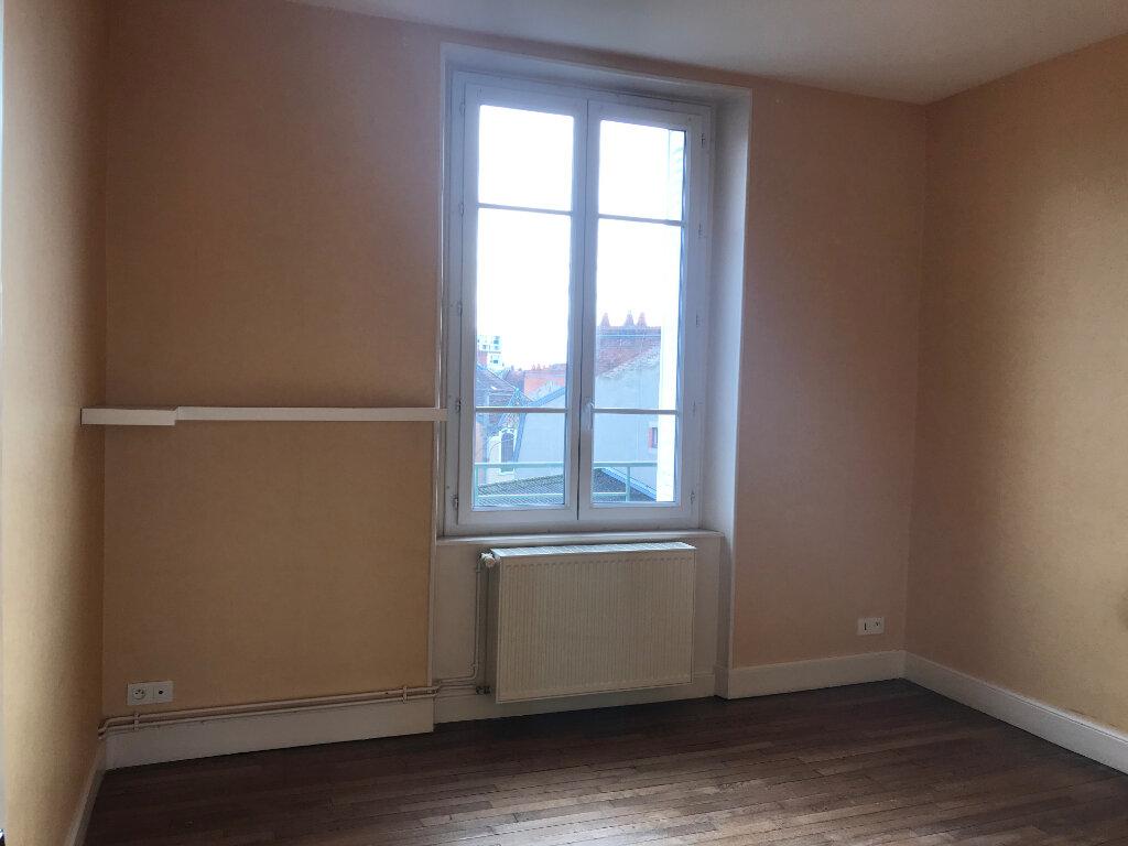Appartement à louer 3 65.48m2 à Montluçon vignette-3