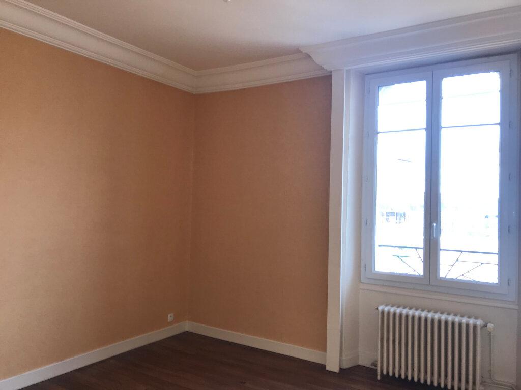 Appartement à louer 3 65.48m2 à Montluçon vignette-4