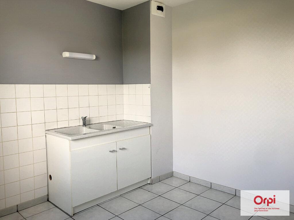 Appartement à louer 3 77.5m2 à Néris-les-Bains vignette-1