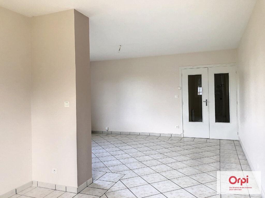Appartement à louer 3 77.5m2 à Néris-les-Bains vignette-3
