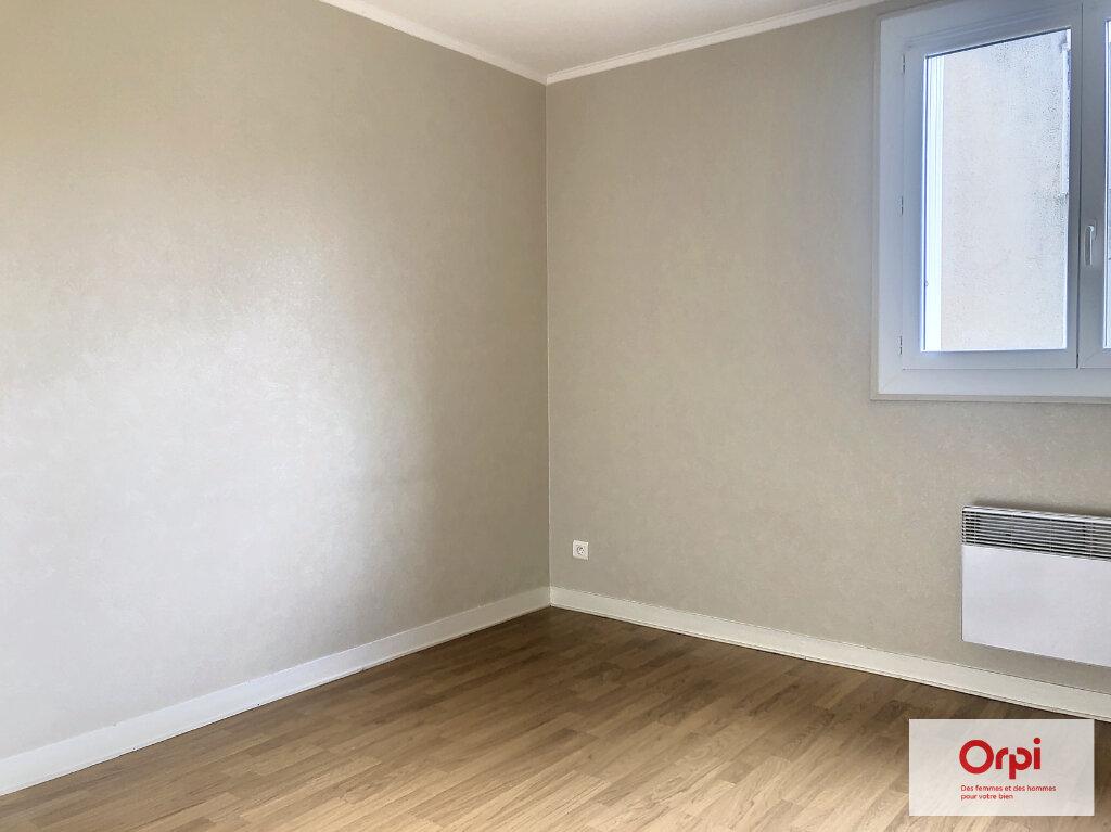 Appartement à louer 3 77.5m2 à Néris-les-Bains vignette-4