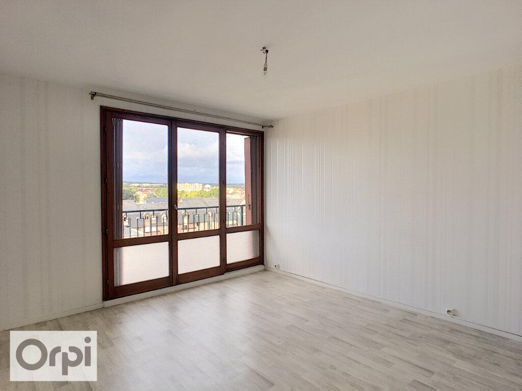 Appartement à louer 2 61.21m2 à Montluçon vignette-2