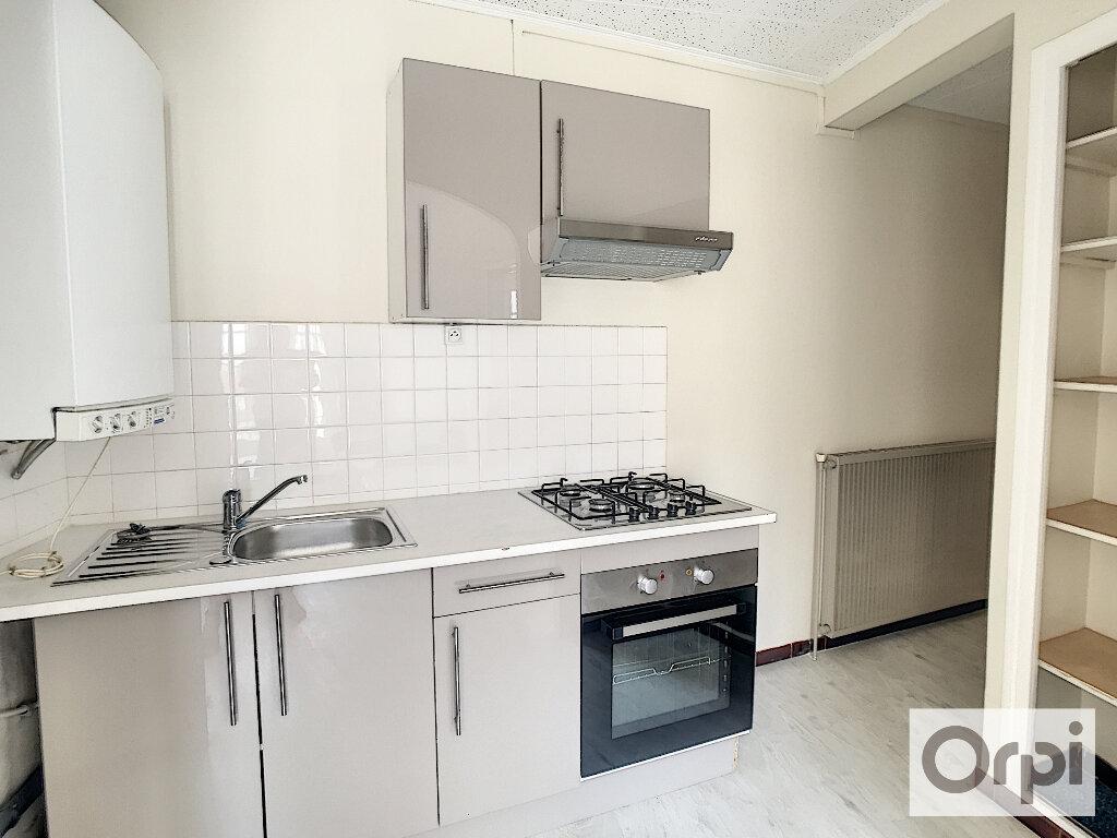Appartement à louer 2 41m2 à Montluçon vignette-5