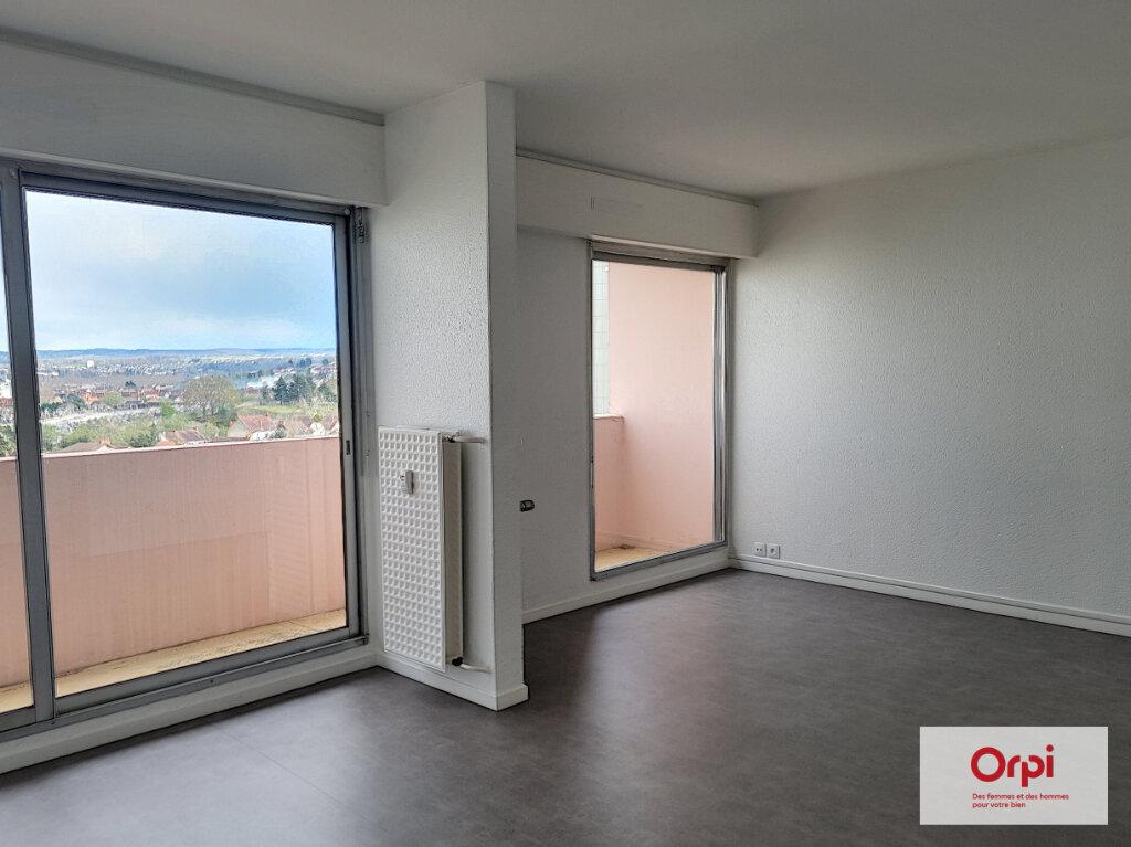 Appartement à louer 5 99.63m2 à Montluçon vignette-3