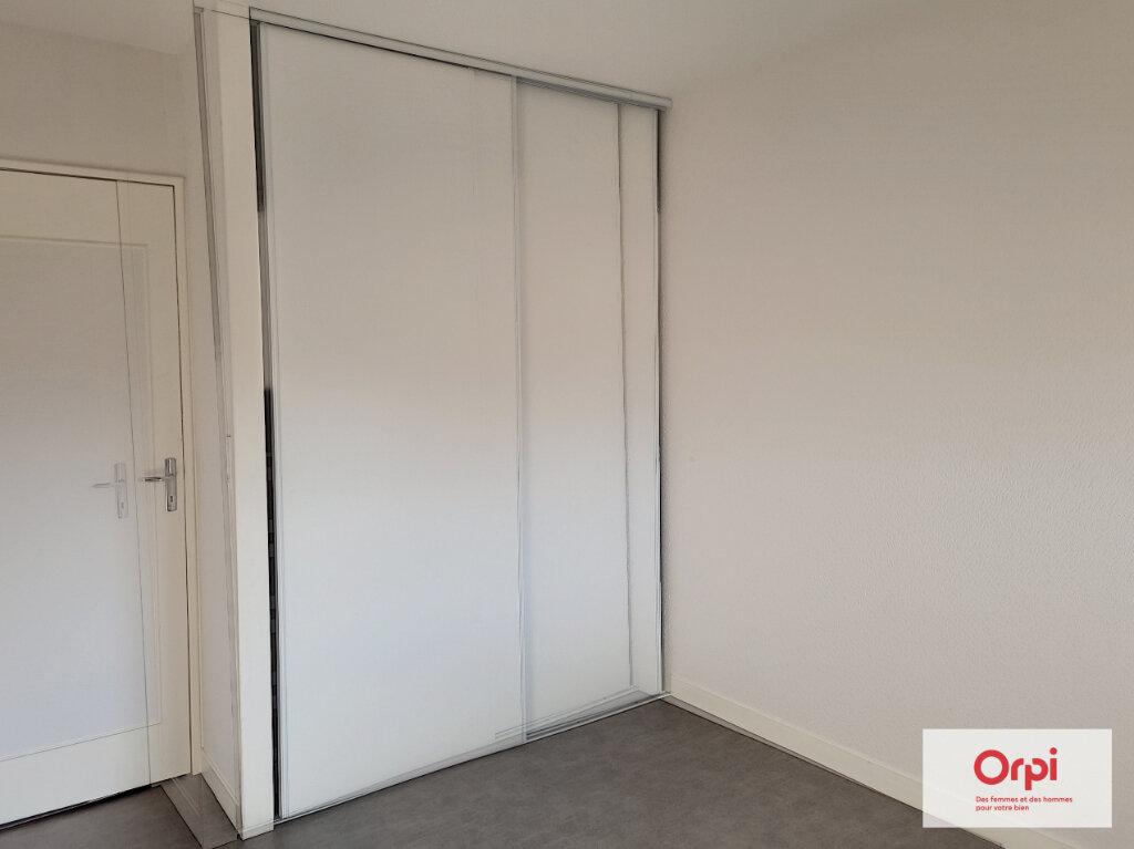 Appartement à louer 5 99.63m2 à Montluçon vignette-5