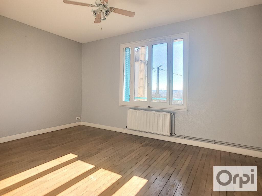 Appartement à louer 3 65.8m2 à Montluçon vignette-2