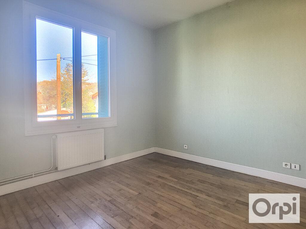 Appartement à louer 3 65.8m2 à Montluçon vignette-6