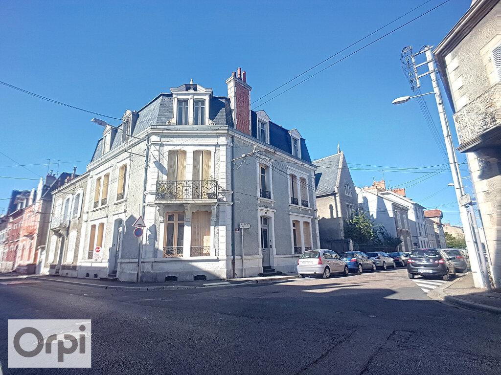 Appartement à louer 4 95m2 à Montluçon vignette-1
