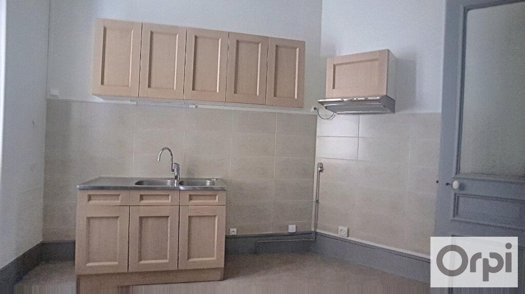 Appartement à louer 4 95m2 à Montluçon vignette-3