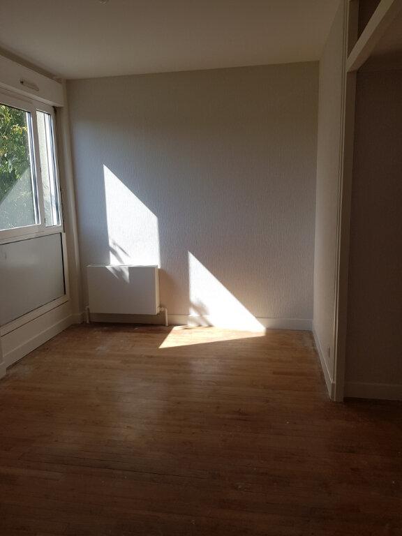Appartement à louer 4 68m2 à Montmarault vignette-5