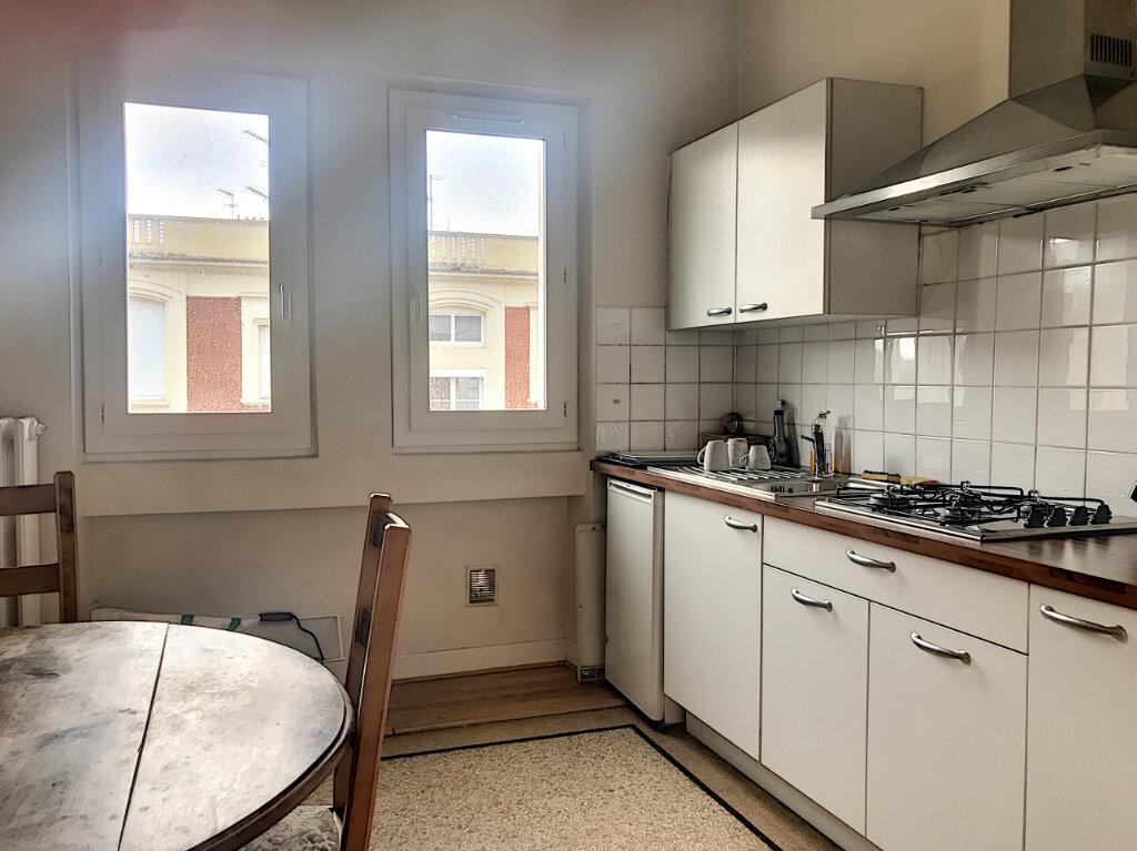 Appartement à louer 4 134.57m2 à Montluçon vignette-2