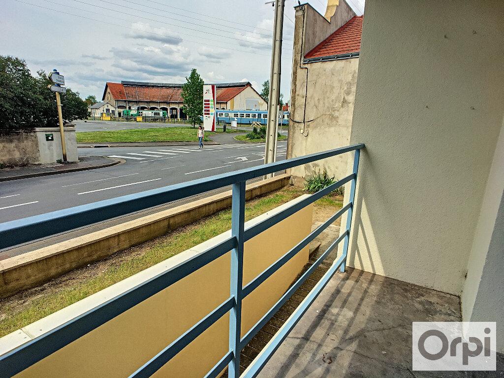 Appartement à louer 4 64.7m2 à Montluçon vignette-3